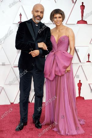 Halle Berry (R) with Van Hunt on the red carpet of The 93rd Oscars® at Union Station in Los Angeles, CA on Sunday, April 25, 2021.