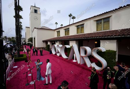 Regina King, left, and Aldis Hodge arrive at the Oscars, at Union Station in Los Angeles