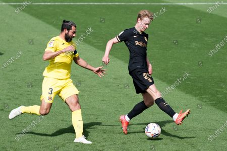 Raul Albiol of Villarreal CF and Frenkie De Jong of FC Barcelona in action during the Spanish La Liga football match between Villarreal and Barcelona at Estadio de la Ceramica. Final score; Villarreal CF 1:2 FC Barcelona.