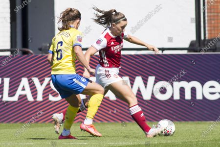 Katie McCabe (#15 Arsenal) controls the ball