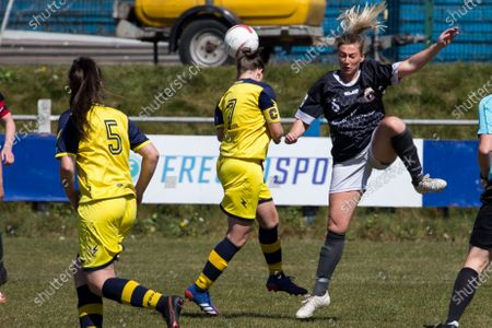 Jesci Hare (6 Port Talbot) and Katie Davies (7 Cascade) attempt to control the ball