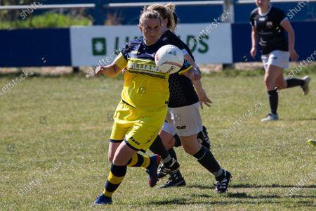 Katie Davies (7 Cascade) controls the ball