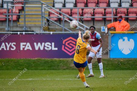 Izzy Christiansen (#8 Everton) crossing the ball into the box