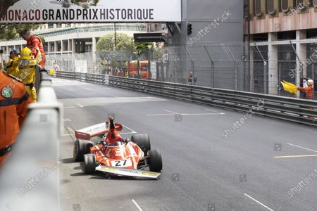 Hanging, Jean Alesi dropped on an accident, tried with Marco Werner his convicted opponent and regressed from the top to the third place in the ranking. 12th HISTORIC MONACO GRAND PRIX RACES, Car 27, Jean ALESI, FRA, METHUSALEM RACING, FERRARI, 312B3, 1974, Class 2 (Serie F: Monte-Carlo MONACO - 25/04/2021