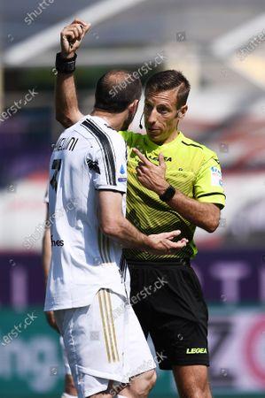 Giorgio Chiellini of Juventus FC protests with the referee Davide Massa