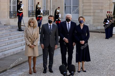 French President Emmanuel Macron, second left, and French First Lady Brigitte Macron, left, pose with German President Frank-Walter Steinmeier, second right, and his wife Elke Buedenbender, right, upon their arrival at at the Elysee Palace, in Paris, France