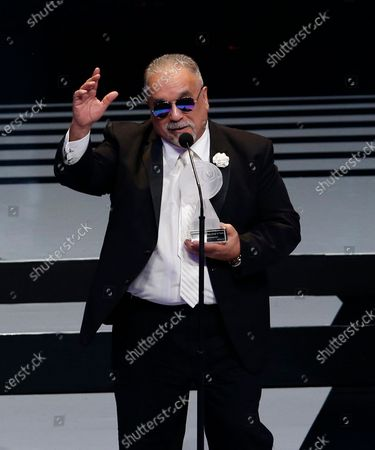 El salsero Willie Colon recibe el premio a mejor espectáculo de música afroamericana en los premios Lunas del Auditorio Nacional en la Ciudad de México el 31 de octubre de 2018