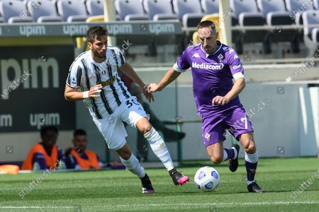Rodrigo Bentancur (L) of Juventus FC and Franck Ribery (R) of ACF Fiorentina
