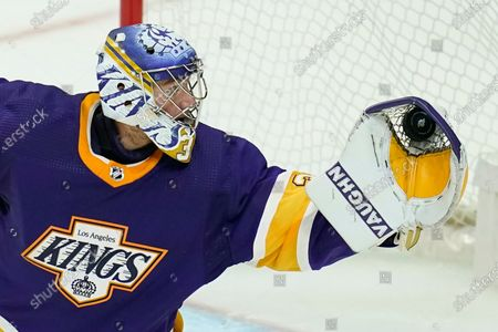 Los Angeles Kings goaltender Jonathan Quick (32) makes a save during the third period of an NHL hockey game, in Los Angeles