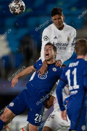 (210428) - MADRID, April 28, 2021 (Xinhua) - Real Madrid's Raphael Varane (top) lives with Chelsea's Cesar Azpilicueta during the UEFA Champions League semi-final first leg football match in Madrid, Spain, April 27, 2021.
