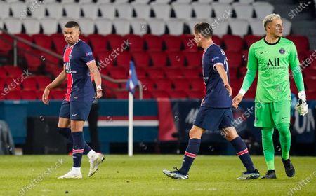 Kylian Mbappe of PSG, Ander Herrera of PSG and Keylor Navas goalkeeper of PSG at full time