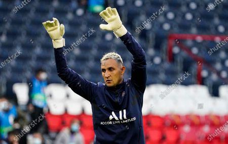 Keylor Navas goalkeeper of PSG warms up