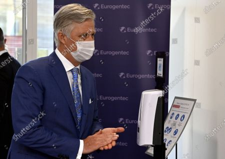 A royal visit to Eurogentec, a company which is at the heart of the development of therapies against the coronavirus in Belgium. In the field of diagnostics, in particular testing, Eurogentec is one of the few companies in Europe to develop and produce reagents and pieces of DNA for qPCR analyzes. The King has an exchange with the management on the importance of Eurogentec s activities from Belgium, on the prospects for Belgian biotechnology companies and on the challenge of recruiting highly qualified workers. Then, he visits the laboratory where the DNA and RNA molecules are developed as well as the restricted area where the molecules are produced. King Philippe