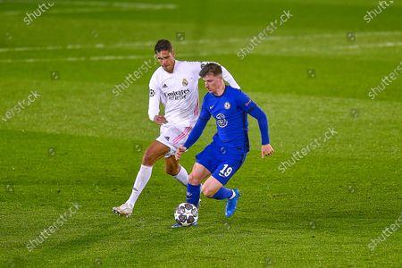 Raphael Varane of Real Madrid and Mason Mount of Chelsea FC