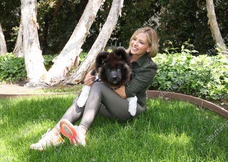 Sarah Michelle Gellar and Kumi boost the Stonyfield Organic #PlayFree initiative by tagging her local park to their pesticide portal at www.stonyfield/pesticideportal.
