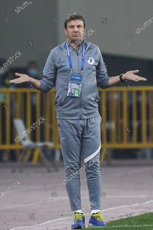 (210428) - SUZHOU, April 28, 2021 (Xinhua) - Jose Gonzalez, head coach of Dalian Professional FC, reacts during the 2nd round match between Dalian Professional FC and Hebei FC at the 2021 season Chinese Football Association Super League (CSL) Suzhou Division in Suzhou East China's Jiangsu Province, April 28, 2021.