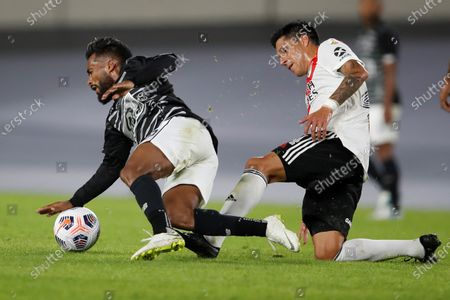Enzo Perez (R) of the River Plate, disputes the ball with Luis Daniel Gonzalez of Junior, during a match of the journey 2 of group D of the Libertadores Cup, played at the Monumental stadium, in Buenos Aires, Argentina, 28 April 2021.