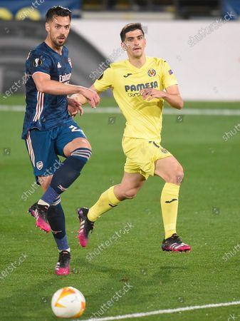 Pablo Mari of Arsenal and Gerard Moreno of Villarreal