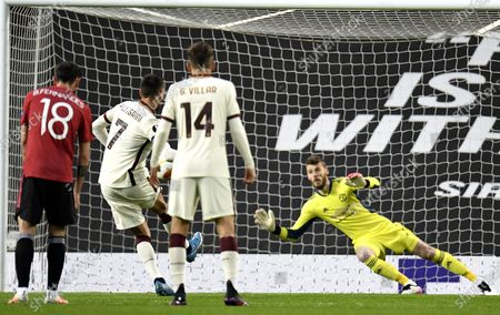 Lorenzo Pellegrini (2-L) of Roma scores the equalizing goal from the penalty spot against goalkepeer David de Gea of Manchester United during the UEFA Europa League semi final, first leg soccer match between Manchester United and AS Roma at Old Trafford in Manchester, Britain, 29 April 2021.