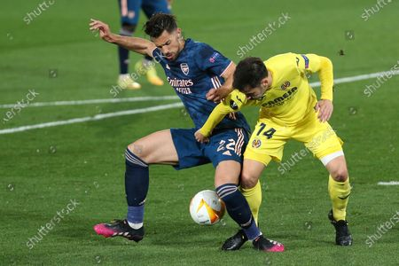 Arsenal's Pablo Mari, left, is challenged by Villareal's Manu Trigueros during the Europa League semifinal first leg soccer match between Villarreal and Arsenal at the Estadio de la Ceramica stadium in Villarreal, Spain