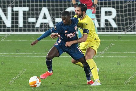 Arsenal's Nicolas Pepe, left, is challenged by Villareal's Raul Albiol during the Europa League semifinal first leg soccer match between Villarreal and Arsenal at the Estadio de la Ceramica stadium in Villarreal, Spain