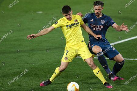 Villareal's Gerard Moreno, left, is challenged by Arsenal's Pablo Mari during the Europa League semifinal first leg soccer match between Villarreal and Arsenal at the Estadio de la Ceramica stadium in Villarreal, Spain