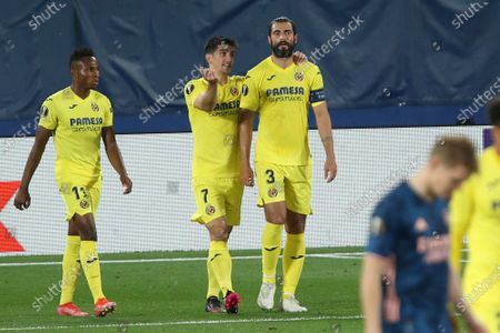Villareal's Raul Albiol, center, celebrates after scoring his side's second goal during the Europa League semifinal first leg soccer match between Villarreal and Arsenal at the Estadio de la Ceramica stadium in Villarreal, Spain