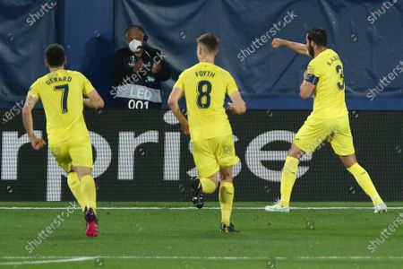 Villareal's Raul Albiol, right, celebrates after scoring his side's second goal during the Europa League semifinal first leg soccer match between Villarreal and Arsenal at the Estadio de la Ceramica stadium in Villarreal, Spain