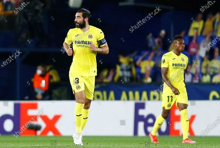 Villarreal CF's Raul Albiol (L) celebrates after scoring the 2-0 goal during the UEFA Europa League semifinal first leg match between Villarreal CF and Arsenal FC at Ceramica stadium in Villarreal, Castellon, eastern Spain, 29 April 2021.