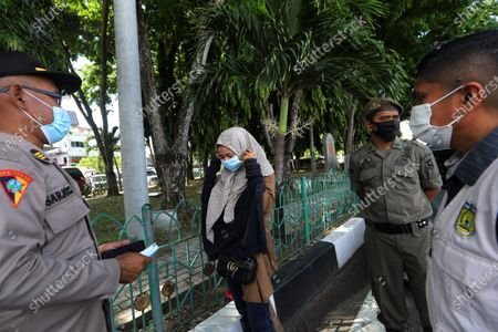 Aceh Joint Security Forces officers carry out a security check, looking for people failing to wear a protective mask in public as mandated by law, in Banda Aceh, Indonesia, 30 April 2021. Indonesian President Joko Widodo recently warned about a rise in COVID-19 cases in several Indonesian regions such as South Sumatra, Aceh, Lampung, Jambi, West Kalimantan, NTT, Riau, Bengkulu and Riau Islands.
