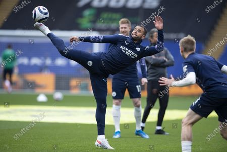 Kyle Walker of Manchester City warming up