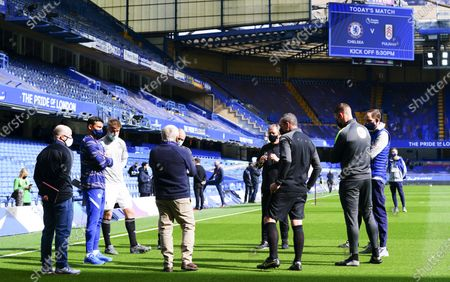 Thiago Silva of Chelsea and Joachim Andersen of Fulham in the pre match briefing along with Fulham coach Stuart Gray and Chelsea Manager Thomas Tuchel