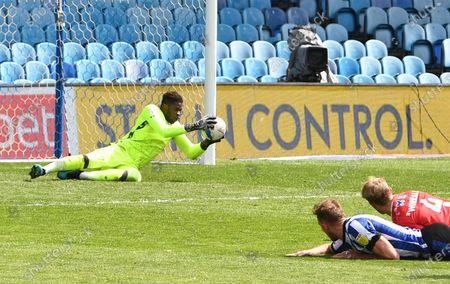 Jordan Rhodes of Sheffield Wednesday sees his header saved by Brice Samba goalkeeper for Nottingham Forest