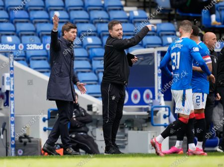 Rangers Manager Steven Gerrard & coach Michael Beale shout orders to the Ranger players