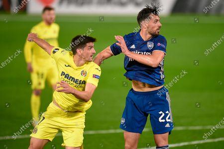 Gerard Moreno of Villarreal CF and Pablo Mari of Arsenal FC