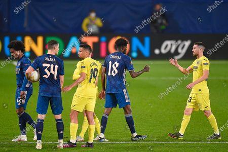 Granit Xhaka of Arsenal FC and Francis Coquelin of Villarreal CF at full time