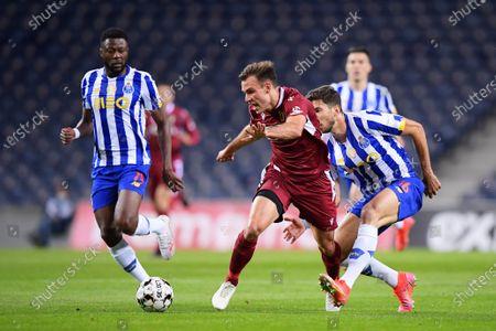 Marko Grujic of FC Porto beaten by the pace of Manuel Ugarte of Famalicao