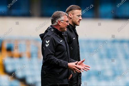 Bristol City manager Nigel Pearson and Daniel Bentley of Bristol City