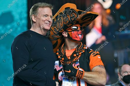 Commissioner Roger Goodell and a Cincinnati Bengals fan pose for a photo during the fourth round of the NFL football draft, in Cleveland