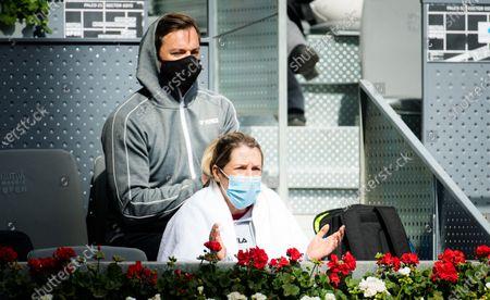 Olga Savchuk watches Karolina Pliskova