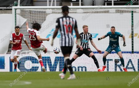 Arsenal's Mohamed Elneny, second left, scores his side's first goal during the English Premier League soccer match between Newcastle United and Arsenal at St James' Park stadium, in Newcastle, England