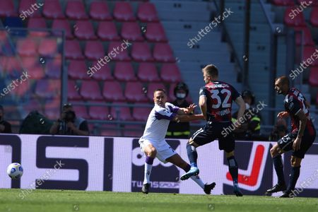 "Stock Photo of Franck Ribery (Fiorentina)Mattias Svanberg (Bologna)Danilo Langeria (Bologna)        during the Italian ""Serie A"" match between Bologna 3-3 Fiorentina  at  Renato Dall Ara Stadium in Bologna, Italy."