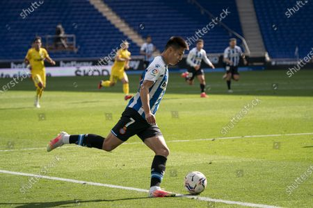 (210503) - CORNELLA, May 3, 2021 (Xinhua) - RCD Espanyol's Wu Lei competes during a Spanish second division league football match between RCD Espanyol and Malaga CF in Cornella, Spain, May 2, 2021.