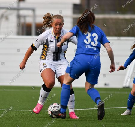 Megane Vos (20) of Sporting Charleroi and Emily Steijvers (33) of KRC Genk in a duel