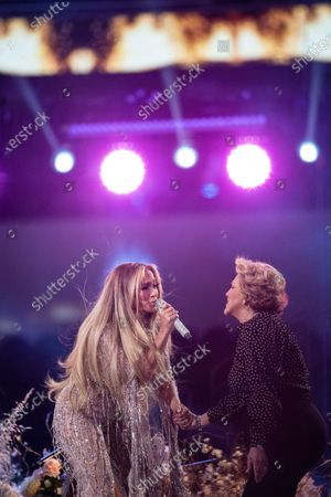 Jennifer Lopez performs with her mom, Guadalupe Rodriguez, at the Vax Live concert at SoFi Stadium on Sunday, May 2, 2021 in Inglewood, CA. (Jason Armond / Los Angeles Times)