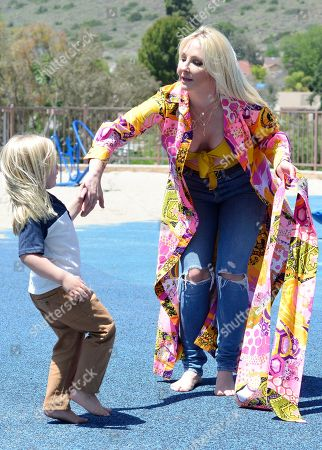 Exclusive - Nikki Lund is seen in Thousand Oaks with her son Hendrix