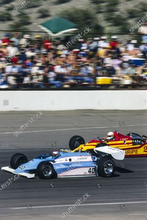 ISM RACEWAY, UNITED STATES OF AMERICA - MARCH 22: Mario Andretti, Patrick Racing, Wildcat Ford, battles with Tom Sneva, Jerry O'Connell Racing, Phoenix Ford at ISM Raceway on Sunday March 22, 1981 in Phoenix, United States of America. (Photo by LAT Images)