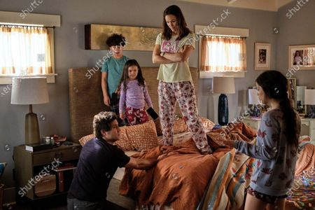 Stock Picture of Edgar Ramirez, Julian Lerner, Everly Carganilla, Jennifer Garner, Jenna Ortega