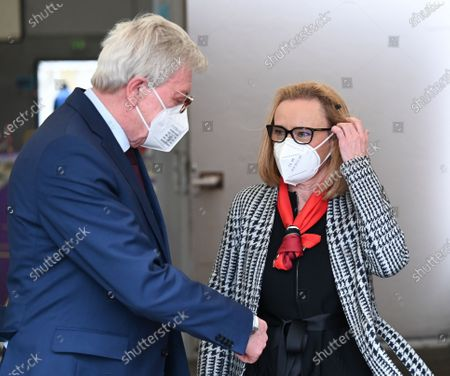 Volker Bouffier (CDU, L), Minister President of the State of Hesse, is welcomed by Belen Garijo, Chairman of the Executive Board of the chemical and pharmaceutical company Merck KGaA, during a visit to the Covid-19 vaccination centre in Darmstadt, 04 May 20201. Hesse has started a pilot project with five pharmaceutical companies. From June, company doctors nationwide will be able to vaccinate.
