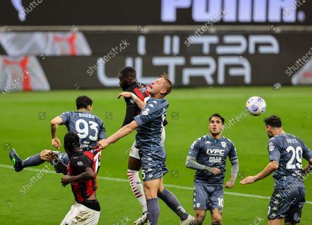 Kamil Glik of Benevento Calcio fights for the ball against Fikayo Tomori of AC Milan